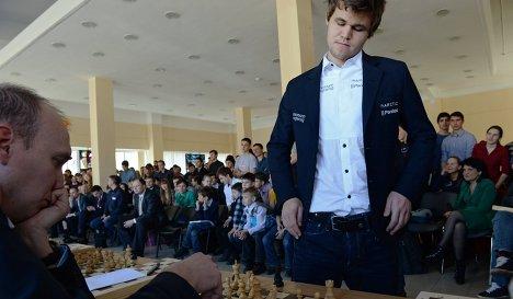 Корреспондент Р-Спорт играет в шахматы с чемпионом мира Магнусом Карлсеном