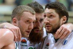 Баскетболисты УНИКСа Владимир Веремеенко, Костас Каймакоглу и Никита Курбанов