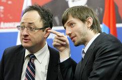 Борис Гельфанд (слева) и российский гроссмейстер Александр Грищук