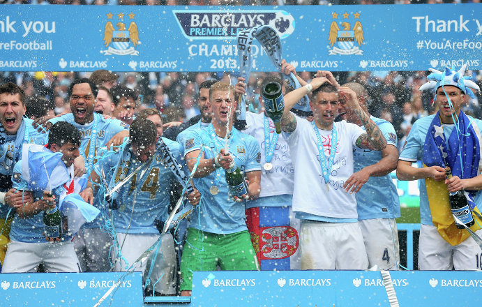 Футболисты Манчестер Сити празднуют чемпионство
