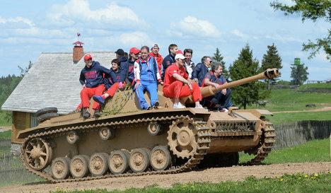 Сборная России по хоккею посетила комплекс Линия Сталина под Минском