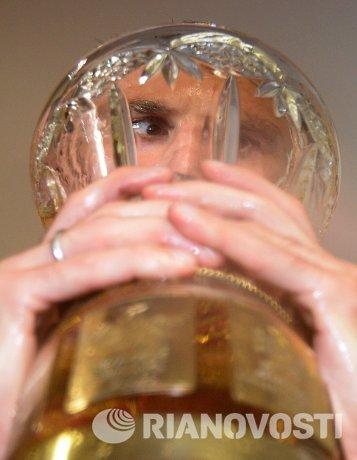 Алан Дзагоев с кубком чемпионата России по футболу