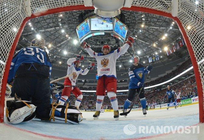 Егор Яковлев (в центре) и Пекка Ринне (слева)