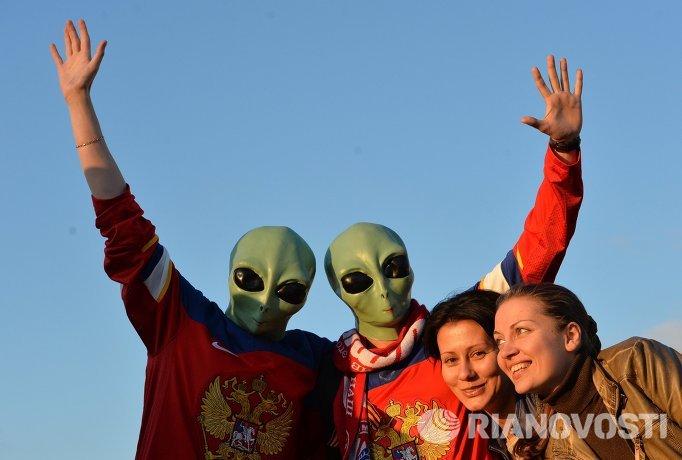 олельщики сборной России фотографируются перед матчем группового раунда чемпионата мира по хоккею