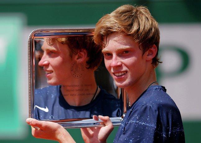 Андрей Рублев стал первым российским теннисистом, которому удалось выиграть Открытый чемпионат Франции среди юниоров.