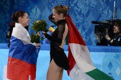 Аделина Сотникова и Каролина Костнер (слева направо)