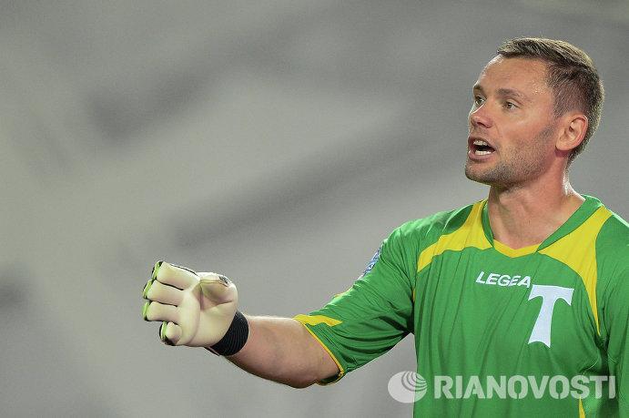 Вратарь Торпедо Юрий Жевнов