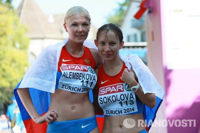 Российская спортсменка Эльмира Алембекова, завоевавшая золотую медаль (слева) и российская спортсменка Вера Соколова, занявшая четвертое место
