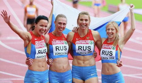 Российская сборная в составе Елизаветы Савлинис, Марины Пантелеевой, Натальи Русаковой, Кристины Сивковой (слева направо)