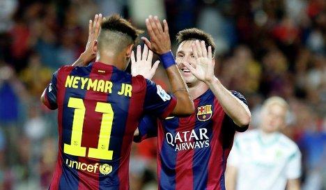 Форварды Барселоны Неймар и Месии празднуют победу