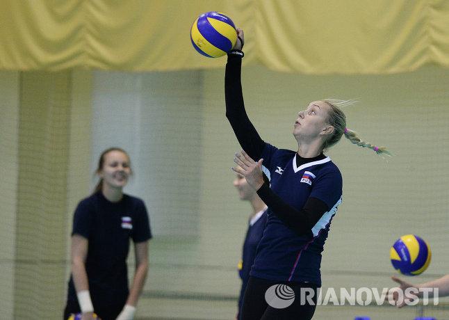 Блокирующая сборной России Регина Мороз