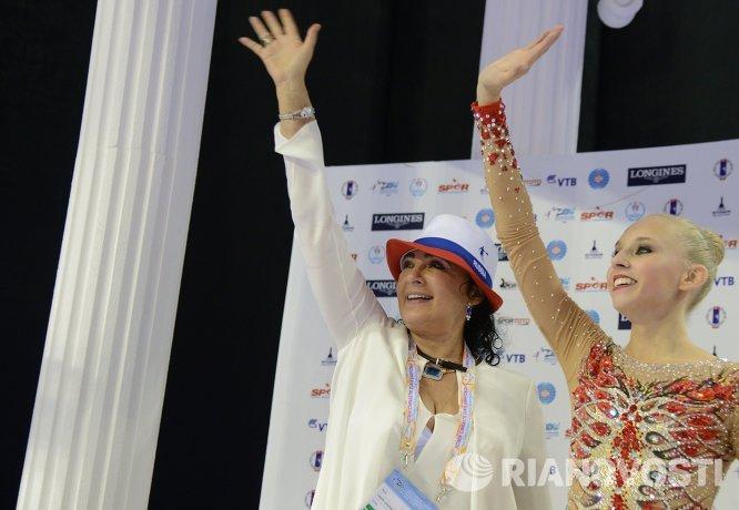 Президент Всероссийской федерации художественной гимнастики Ирина Винер-Усманова и гимнастка Яна Кудрявцева
