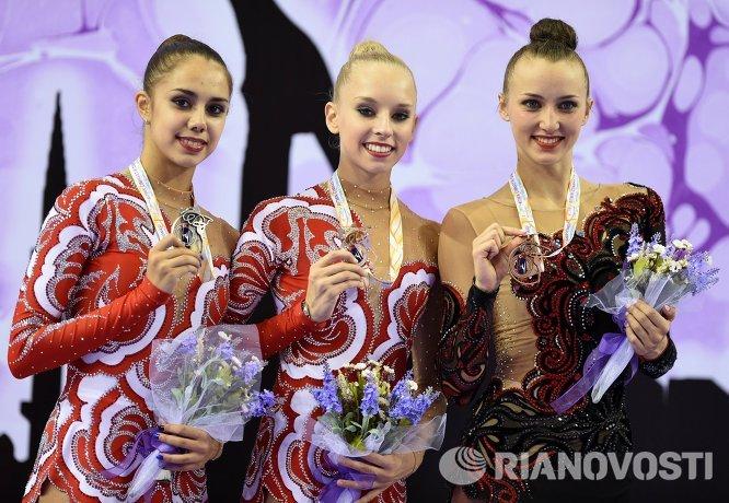 Маргарита Мамун (Россия) - серебряная медаль, Яна Кудрявцева (Россия) - золотая медаль, Анна Ризатдинова (Украина) - бронзовая медаль