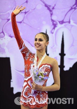 Маргарита Мамун (Россия), завоевавшая серебряную медаль в индивидуальном многоборье