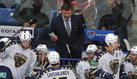 Главный тренер Сочи Вячеслав Буцаев и хоккеисты клуба