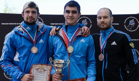 Скелетон. Александр Третьяков - второе место, Никита Трегубов - первое место, Александр Мутовин - третье место, на церемонии награждения.