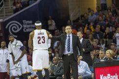 Главный тренер клуба НБА Кливленд Кавальерс Дэвид Блатт и форвард команды Леброн Джеймс
