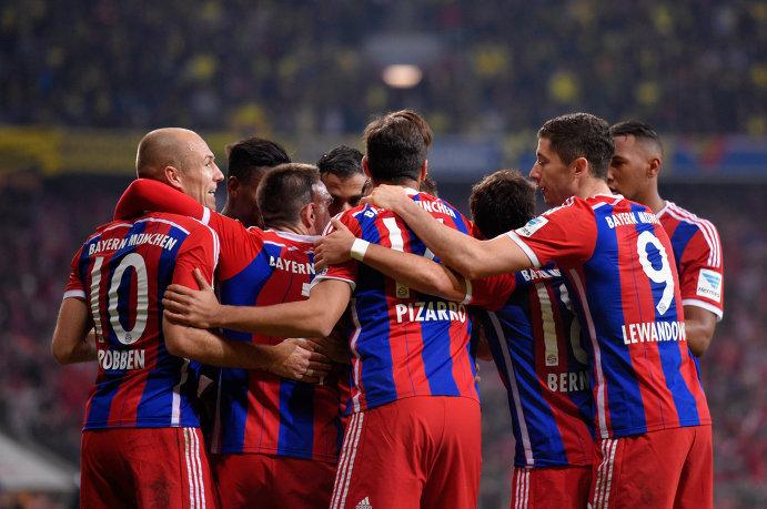Футболисты Баварии празднуют победу