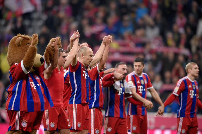 Футболисты Баварии празднуют победу над Боруссией