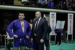 Федор Емельяненко и Кирилл Сидельников (слева)