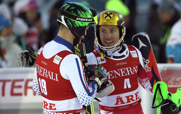 Марсель Хиршер (справа) поздравляет Александра Хорошилова с третьим местом по итогам этапа Кубка мира в Оре (Швеция)
