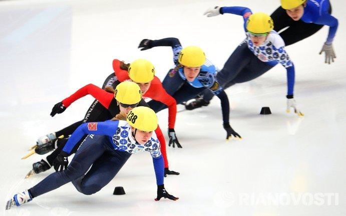 Екатерина Константинова (на первом плане) на дистанции 1500 м