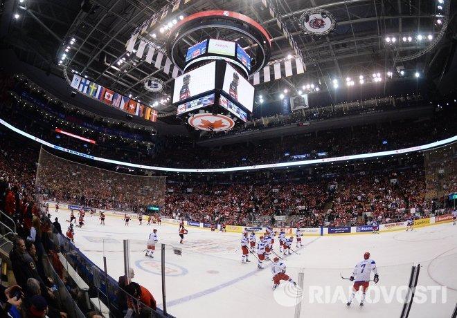 Игроки молодежной сборной России перед финальным матчем чемпионата мира по хоккею между сборными командами Канады и России в Эйр Канада-центр в Торонто