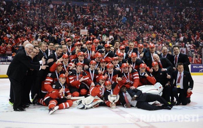 Игроки и тренеры молодежной сборной Канады