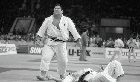 Хитоси Сайто (слева)
