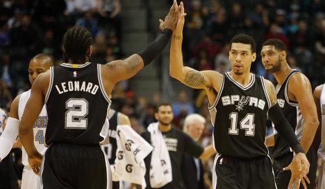 Баскетболисты Сан-Антонио Дэнни Грин и Кавай Леонард