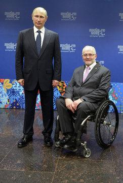 Владимир Путин (слева)