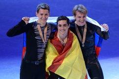 Россиянин Максим Ковтун (серебряная медаль), испанец Хавьер Фернандес (золотая медаль) и россиянин Сергей Воронов (бронзовая медаль)