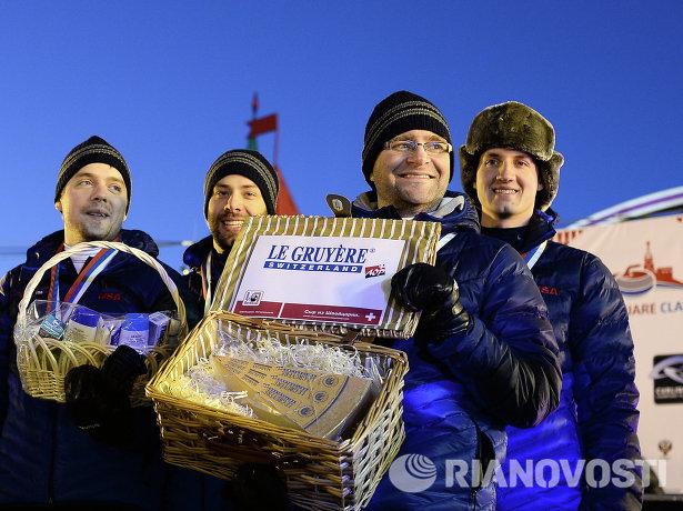 Команда США скипа Крэйга Брауна, занявшая второе место в турнире по керлингу под открытым небом Red Square Classic