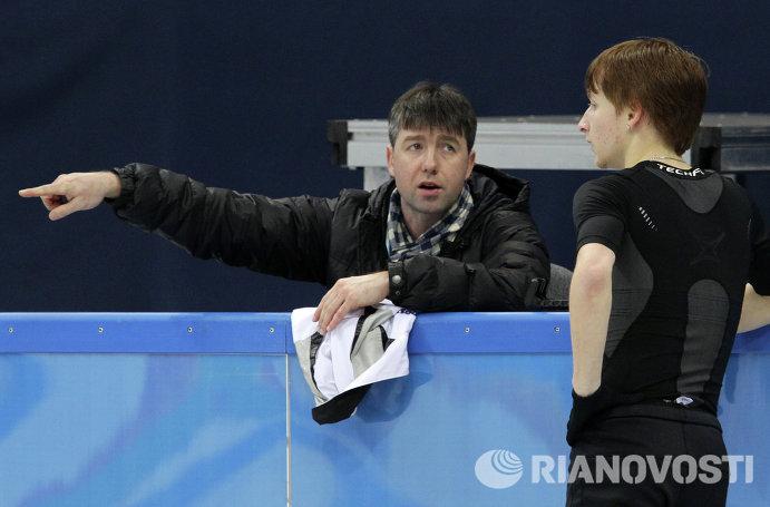 Фигурист Жан Буш и его тренер Алексей Урманов (справа налево)