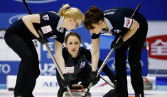 Керлингистки сборной России во главе со скипом Анной Сидоровой на чемпионате мира