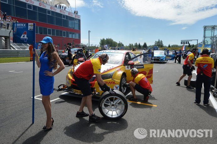 Болид Chevrolet RML Cruze гонщика команды Roal Motorsport Тома Коронела (Нидерланды)