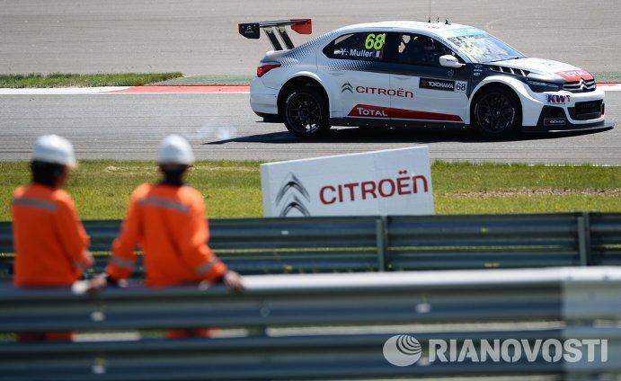 Гонщик команды Citroen Total WTCC Иван Мюллер (Франция)