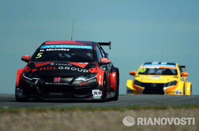 Гонщик Zengo Motorsport Норберт Мичелис (Венгрия)