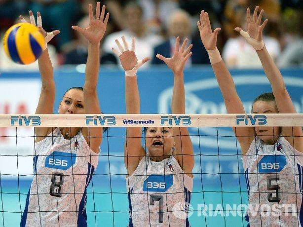 Волейболистки сборной России Наталия Обмочаева, Екатерина Лобушкина и Александра Пасынкова (слева направо)