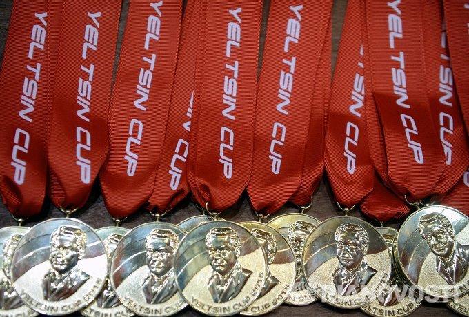 Медали победителей Кубка Ельцина по волейболу