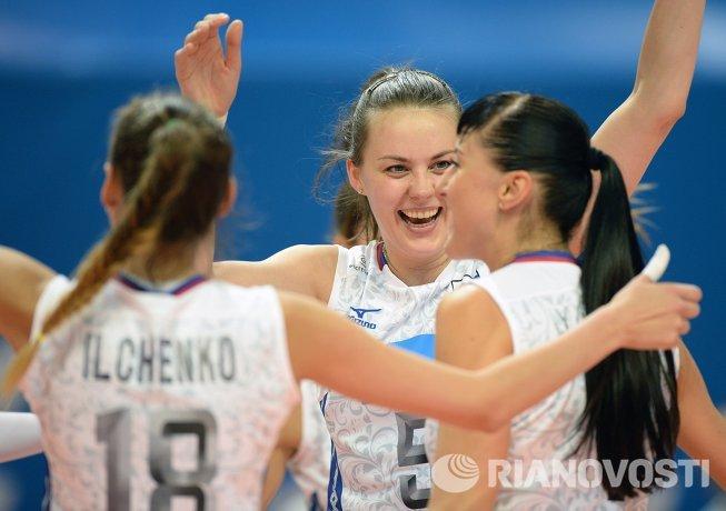 Волейболистки сборной России Ксения Ильченко, Александра Пасынкова и Екатерина Любушкина (слева направо)