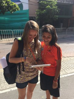 Участница опроса Наталия Ботина и корреспондент агентства Р-Спорт Мария Воробьева (слева)