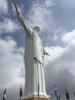 Скульптура Господа Христа в колумбийском городе Кали