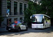 """Фанаты окружили отель в Тбилиси, куда привезли """"Барселону"""""""