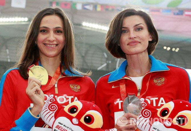 Мария Кучина и Анна Чичерова (слева направо)