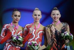 Слева направо: россиянка Маргарита Мамун (серебряная медаль), россиянка Яна Кудрявцева (золотая медаль) и белорусская спортсменка Мелитина Станюта (бронзовая медаль)