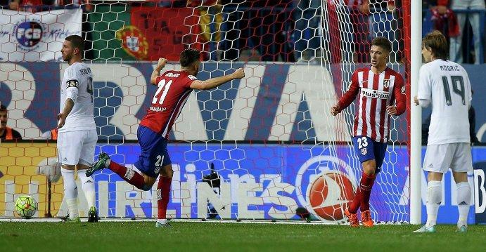 Игровой момент матча Атлетико (Мадрид) - Реал