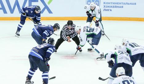 Игровой момент матча КХЛ Югра - Нефтехимик