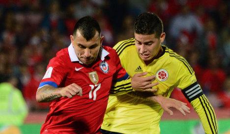 Игровой момент матча Чили - Колумбия
