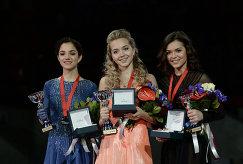 Евгения Медведева (Россия) - 2-е место, Елена Радионова (Россия) – 1-е место, Аделина Сотникова (Россия) - 3-е место (слева направо)